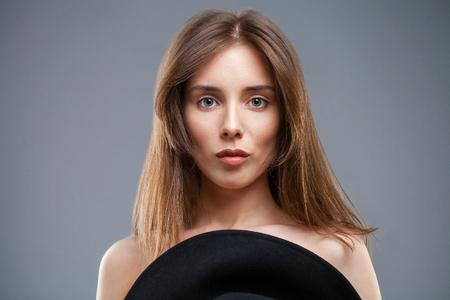 Beautiful brunette woman face close up portrait studio isolated on gray background Banco de Imagens - 118972992