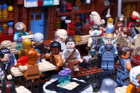 RUSO, SAMARA - 24 DE ENERO DE 2019. LEGO STAR WARS. Minifiguras Bar Cantina Mos Eisley en Tatooine