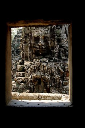 angor: face of a ruler framed by a doorway bayon temple angor Stock Photo