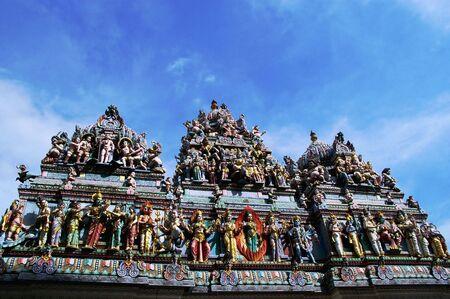 uno dei molti templi ind� sorprendentemente intagliati in india e singapore Chinatown poco