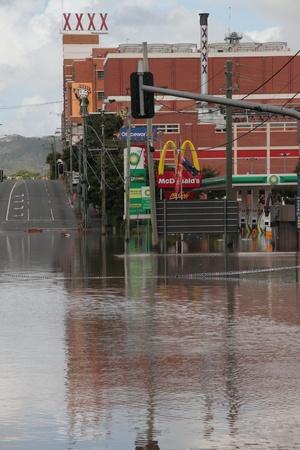 declared: BRISBANE, AUSTRALIA - JAN 13: Alluvione Brisbane Milton birreria zona Queensland dichiarato naturale disater 13 gennaio 2011 a Brisbane, Australia