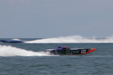 pointless: BRISBANE, AUSTRALIA - SEPTEMBER 16 : Team Global Racing participating in round 5 of Offshore Superboat Championships on September 16, 2012 in Brisbane, Australia