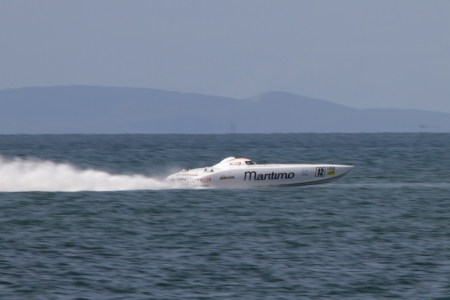 BRISBANE, AUSTRALIA - SEPTEMBER 16 : Team Maritimo participating in round 5 of Offshore Superboat Championships on September 16, 2012 in Brisbane, Australia Redakční