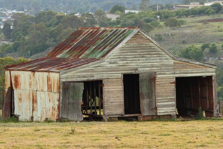 darling: rural australia rusty old farm shed darling downs Stock Photo