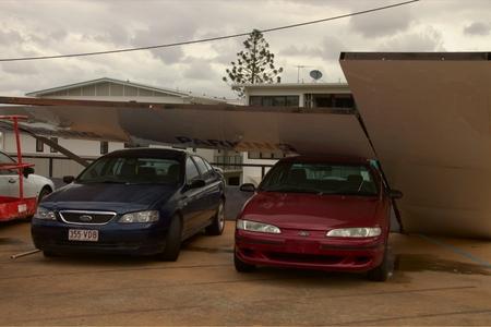 declared: BRISBANE, AUSTRALIA - 28 novembre: Danni alla macchina da cantiere eccellente zona grandinata cella dichiarato disastro il 28 novembre 2014 a Brisbane, Australia