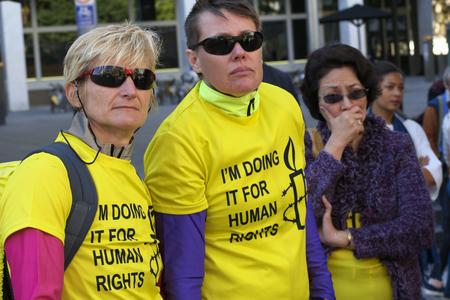 af: BRISBANE, AUSTRALIA - JUNE 20: Rally goers wearing Amnesty International supporter shirts at World Refugee Day Rally June 20, 2015 in Brisbane, Australia Editöryel
