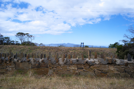 dodgy: historical spiky bridge made by first convict settlers swansea tasmania Stock Photo