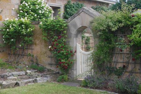 casa de campo: Condenar primera vez los colonos pared del jardín Ross Tasmania Foto de archivo