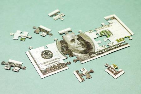 Concept d'affaire. Image de dollar comme casse-tête sur fond vert Banque d'images - 41318728