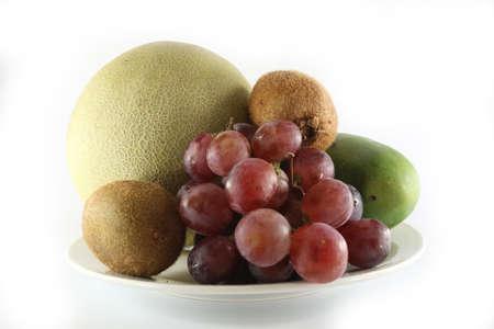 Frutta fresca e piatto Archivio Fotografico - 86386991