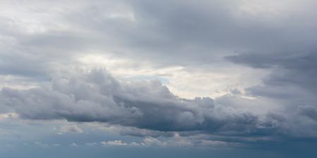 Herfst hemel bewolkt. Regenwolken Stockfoto - 30969471