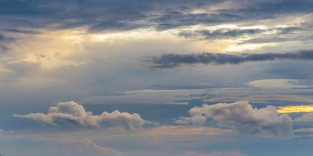 Herfst hemel bewolkt. Regenwolken Stockfoto - 30969565