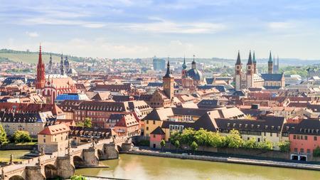 Würzburg Stad Panorama. Middeleeuwse stad met beroemde kerktorens in Beieren in de buurt van München Stockfoto