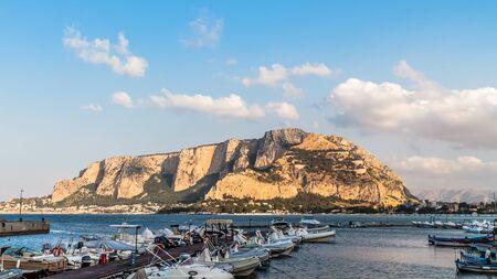 mondello: Monte Gallo a Mondello, vicino Palermo, in Sicilia Archivio Fotografico
