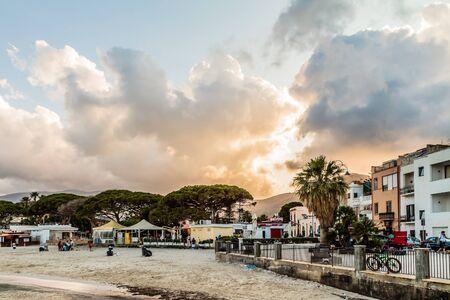 mondello: Mondello Coastline vicino Palermo, Italia in guerra calda giornata estiva Archivio Fotografico
