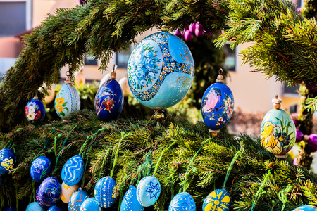 pagan: LAUF, GERMANY - APRIL 09 2015: Easter Tradition: Masterfully Colored Easter Eggs on a decorated Easter Well, famous for its pictures of Pope Francis and Benedict in Germany. Old pagan ritual of well and water blessing Editorial