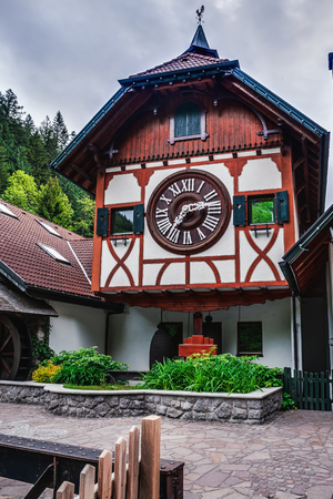 TRIBERG GERMANIA 19 MAGGIO 2015: Il più grande Cuckoo Clock nel Mondo a Triberg Archivio Fotografico - 40545966