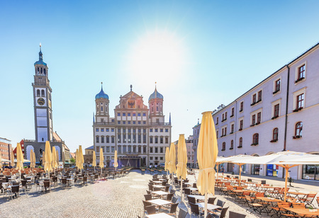 Augsburg, Duitsland. 8 augustus 2015: Augsburg stad in Beieren, Duitsland op een warme zomerdag. Mooie toeristische stad met veel oude historische gebouwen en monumenten