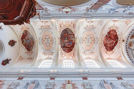 Augsburg, Duitsland. 8 augustus 2015: Stad Augsburg in Beieren, Duitsland. Oecumenische Kerk Service op de verjaardag van de Vrede van de Godsdiensten van Augsburg. Preek op de preekstoel