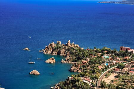 italien: Fantastic Landscape at the italien sicilian Coastal City of Cefalu. Warm summer colors. Lovely sea and mediterranean historical houses. Lovely Sight and european travel destination in Italy