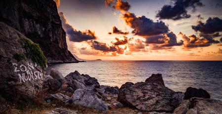 Pittoreske Zonsondergang aan de Zee Stockfoto