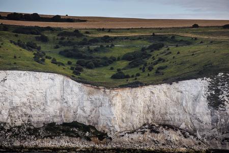 Aankomst in Engeland. Witte kliffen van Dover in de zomer van de zee