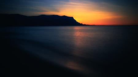 Sunset Beach met mooie oranje lucht in de buurt van Palermo, Sicilië Stockfoto