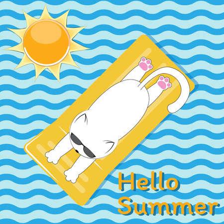 Biały ładny kot w okularach opala się nad morzem na żółtym materacu. Niebieskie tło w stylu fal ze słońcem i hasłem Hello Summer.