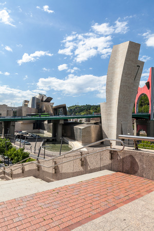 salve: Panoramic Guggenheim Museum in Bilbao and La Salve Bridge Editorial