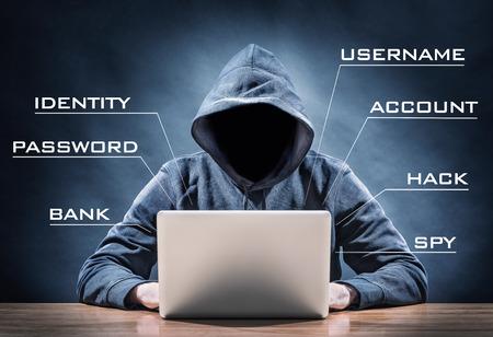 컴퓨터에 해커 스톡 콘텐츠