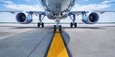 el avión está esperando el despegue