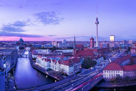 Panoramic view at the city center of berlin while sunset Imagens