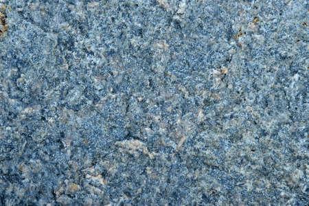 Blaue Steinstruktur mit Marmoroberfläche, dunkelgrauer Hintergrund.