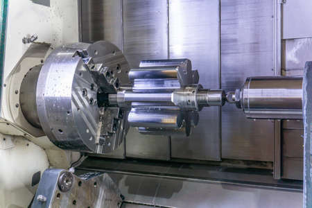 A machining center in the industry, manufacturing a gear shaft on a cnc machine. 스톡 콘텐츠