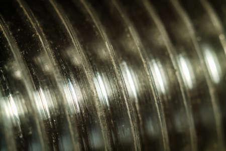 Rosca de tornillo, primer perno. Fotografía macro de un hilo en espiral.