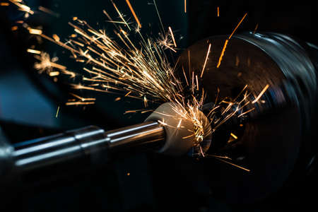 Mechanical grinding of a part with an abrasive stone in high-precision production