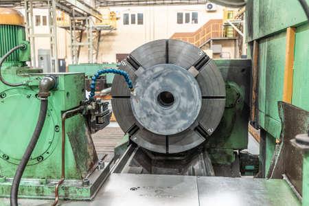 Large lathe for large diameter parts. 版權商用圖片