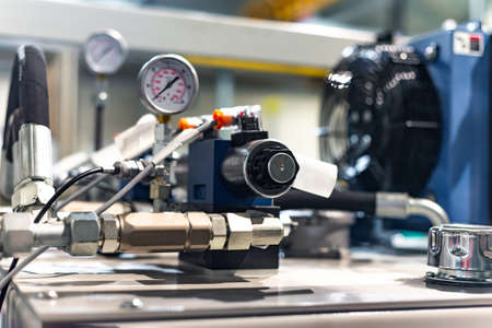 Hydraulic power unit mechanical valve with connection and pressure gauge. Imagens