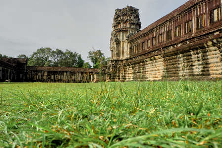 Architecture and lawns of Angkor Wat Reklamní fotografie - 133145829