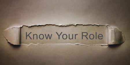 Kennen Sie Ihre Rolle auf zerrissenem Papier.