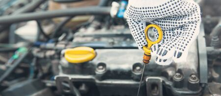 Auto mechanic checking the car engine oil level. Stockfoto