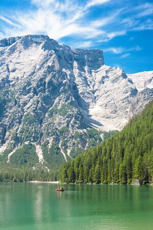 ferien: Tourists boating on Lake Braies in The Dolomites (South Tirol, Italy) Stock Photo