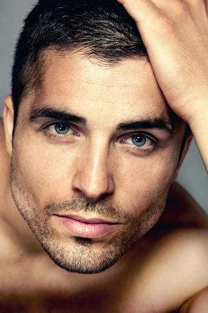 männer nackt: Studio Portrait einer schönen jungen Mann
