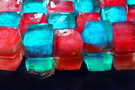 ice cubes to cool cocktails, a bright and colorful cubes Standard-Bild - 103397052