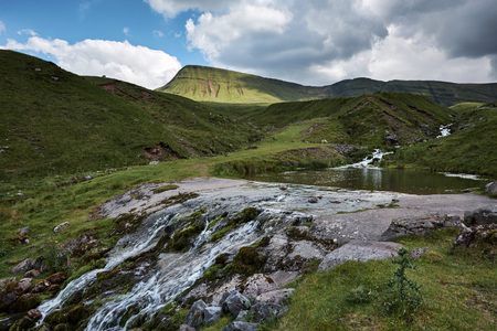 The path, Llyn y fan fach, the welsh lake in Brecon Beacons National Park Zdjęcie Seryjne