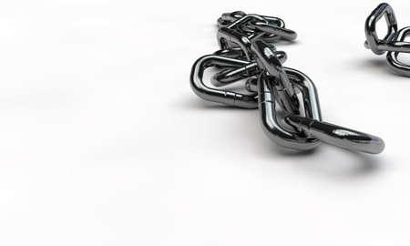 cadena rota: cadena de cromo aislado en fondo blanco Foto de archivo