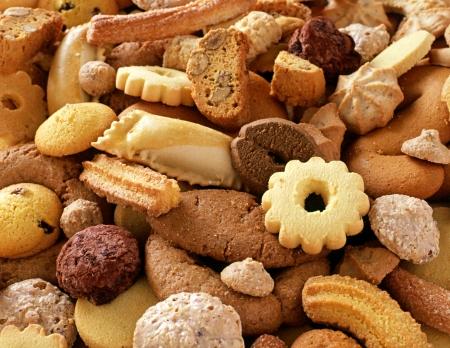 baking cookies: Uno sfondo culinario di biscotti croccanti assortiti fresche per la merenda o dessert Archivio Fotografico