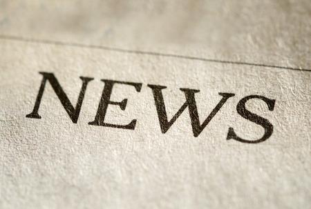 Cierre de vista de la cabecera escrito impreso para Noticias sobre papel con textura de un peri�dico o revista Foto de archivo