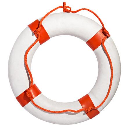 Anillo Clean vida blanco, salvaci�n o la vida preservador con una cuerda roja para una persona que se ahoga para agarrar aislado en un fondo blanco