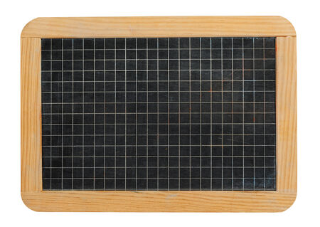 Peque�a pizarra pizarra de la escuela en blanco gobern� con los cuadrados en un marco de madera natural aislado en blanco Foto de archivo